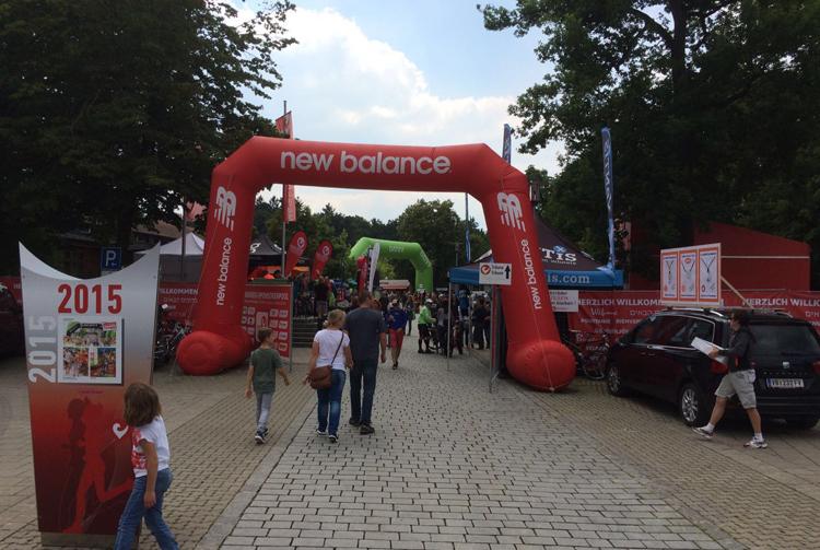 Foto Eingang Challenge Roth Triathlon Spezialmarkt